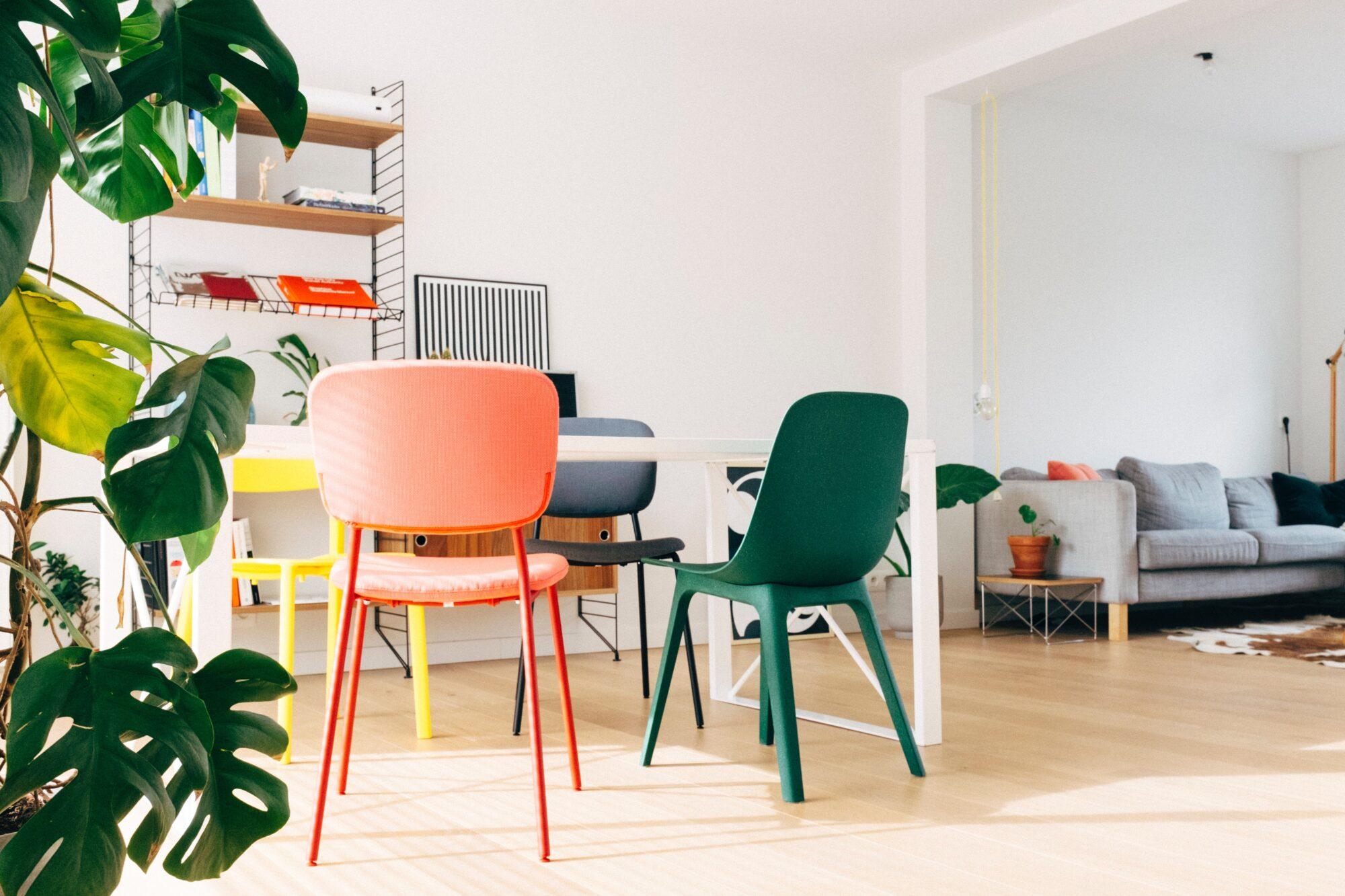Vær med på trenden og mix dine spisebordsstole